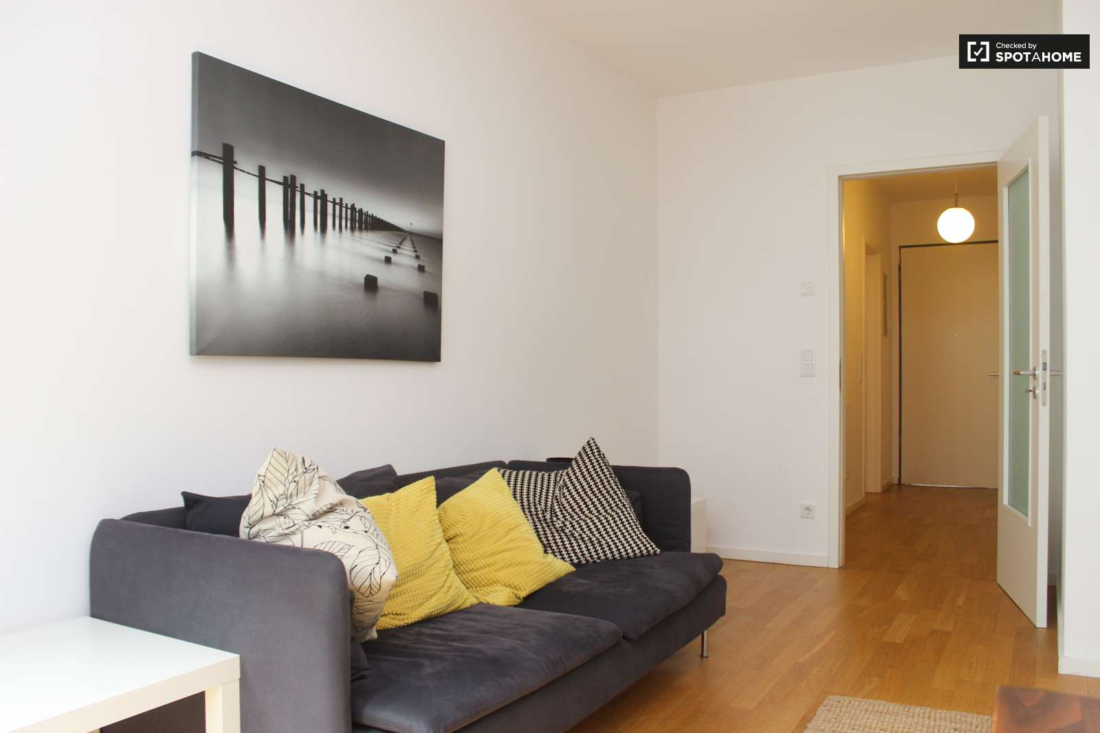 Bright and modern 1-bedroom apartment with balcony for ...