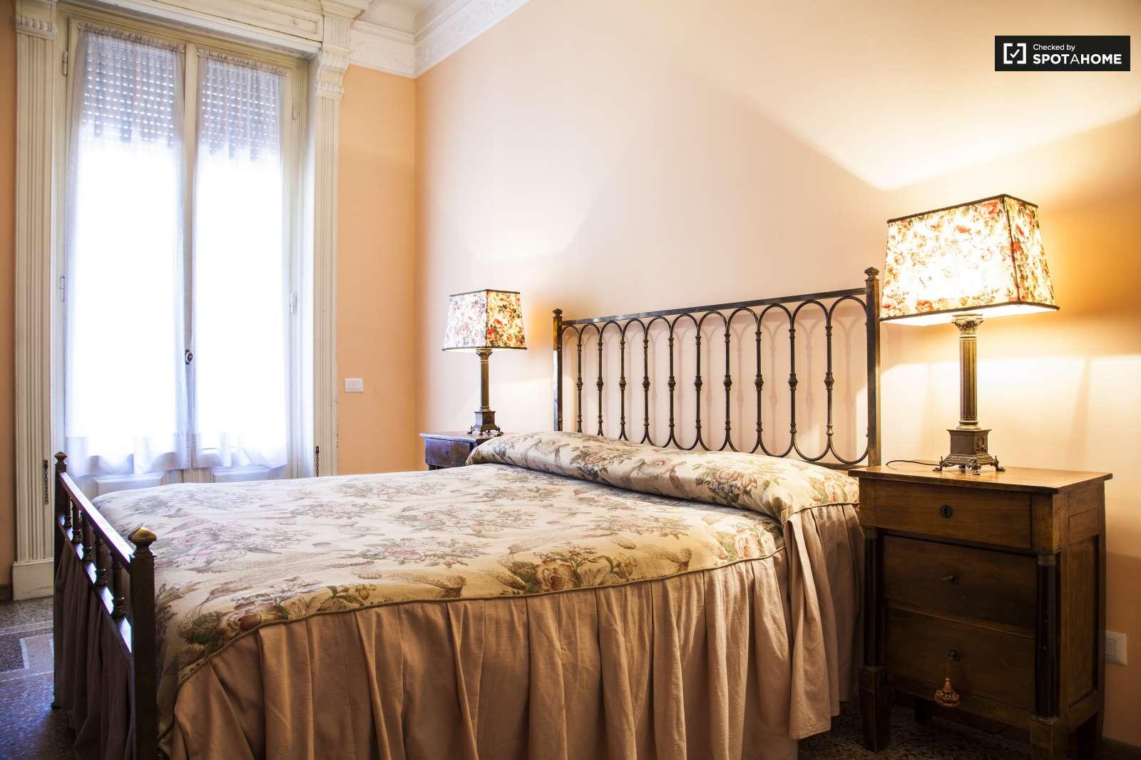Camera con balcone in appartamento con 4 camere da letto a Trieste ...