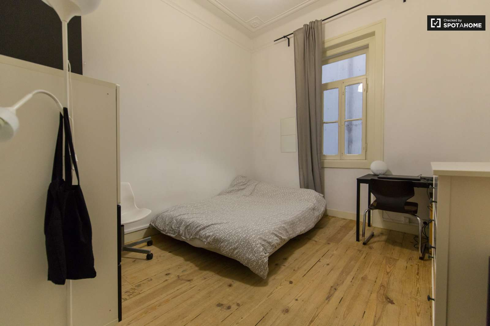 Shared Lady Bedroom For Rent In Odivelas Near Lisbon