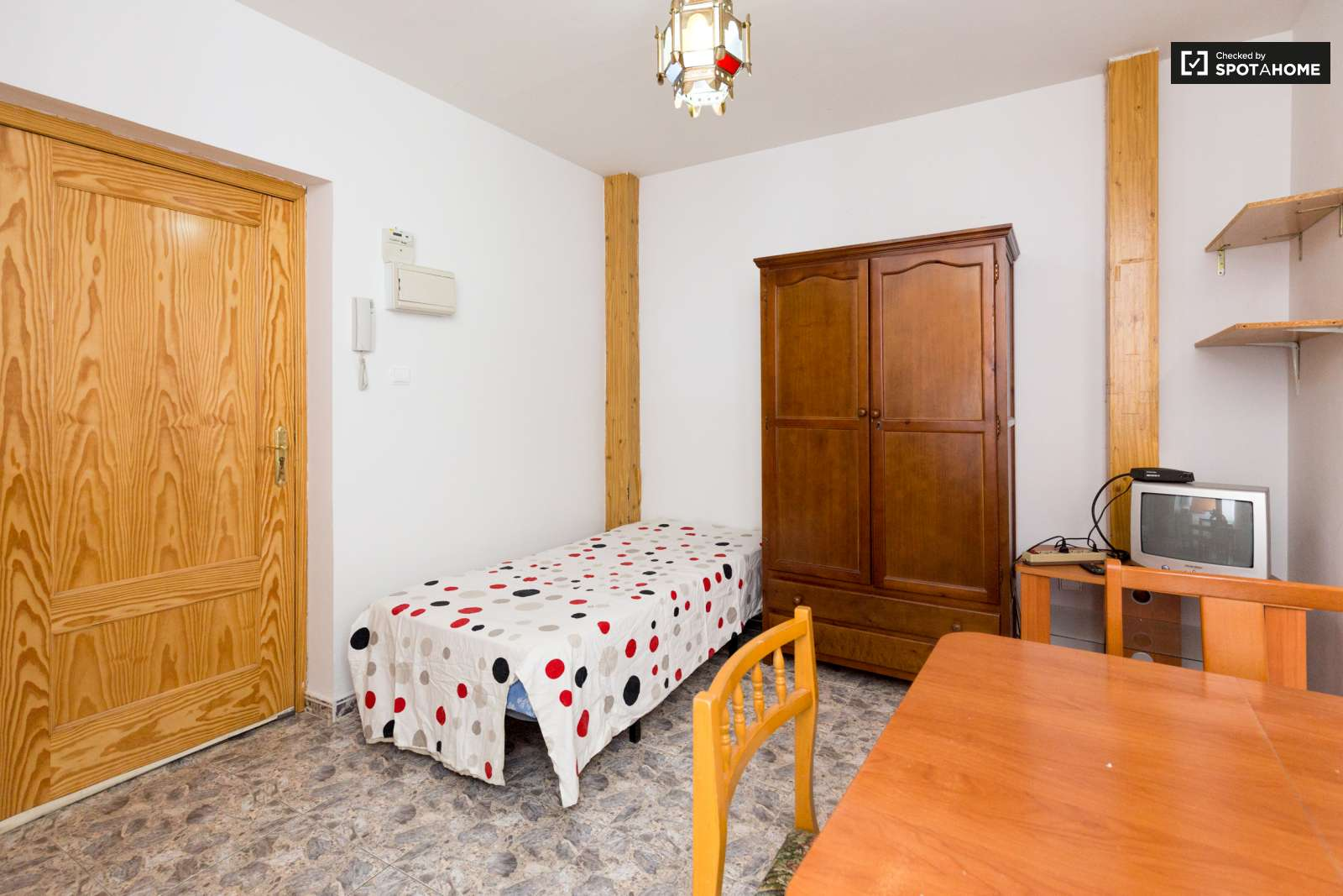 Studio Apartment For Rent In Centro Granada Ref 136875 Spotahome # Muebles Centro Estant