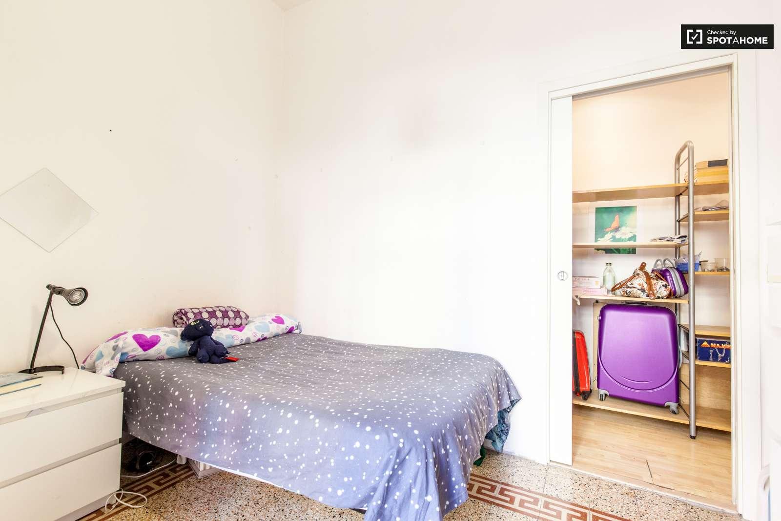 Stanze in affitto in un appartamento con 3 camere da letto for Appartamento con 3 camere da letto