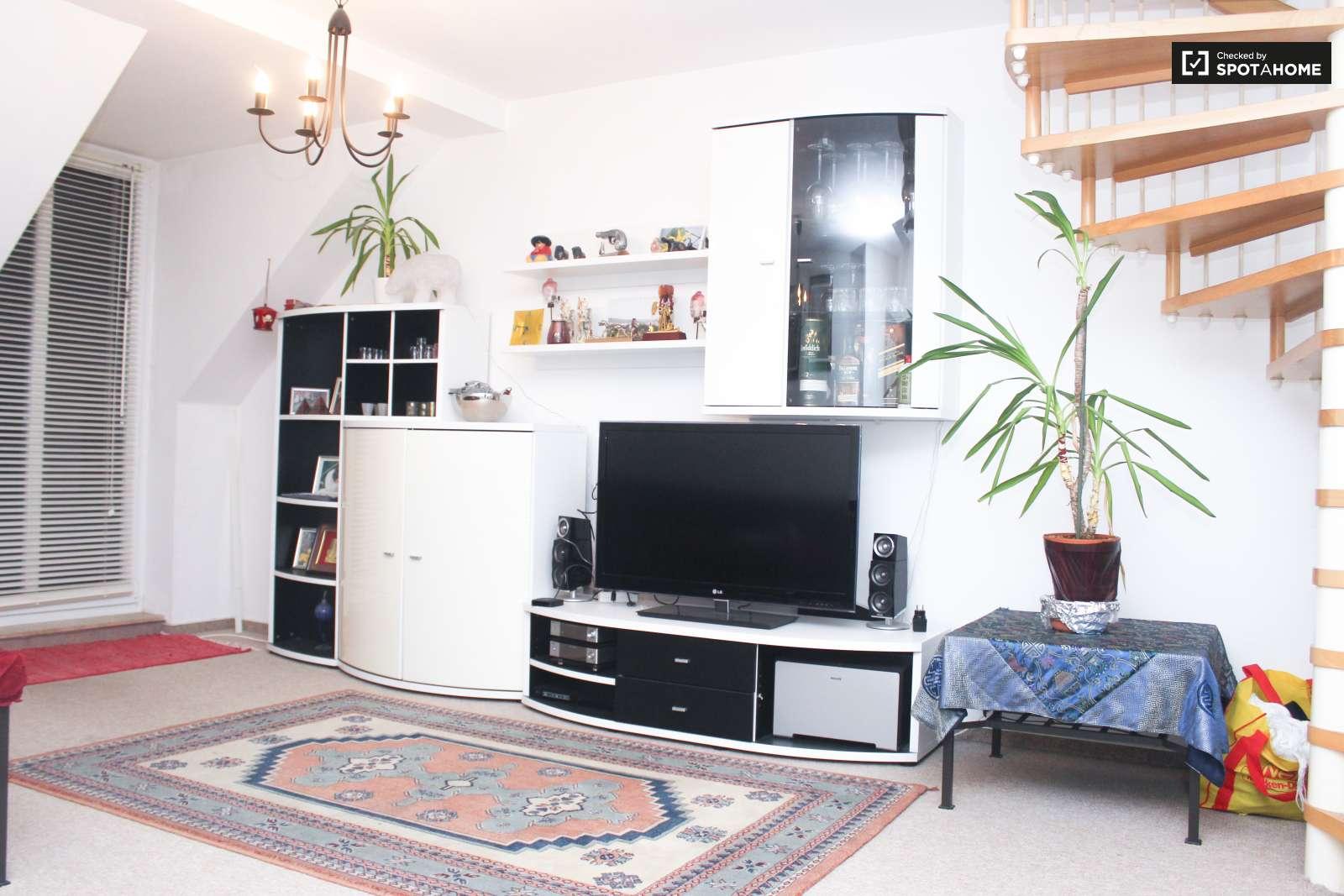gro es zimmer in 3 zimmer wohnung in spandau berlin ref 120698 spotahome. Black Bedroom Furniture Sets. Home Design Ideas