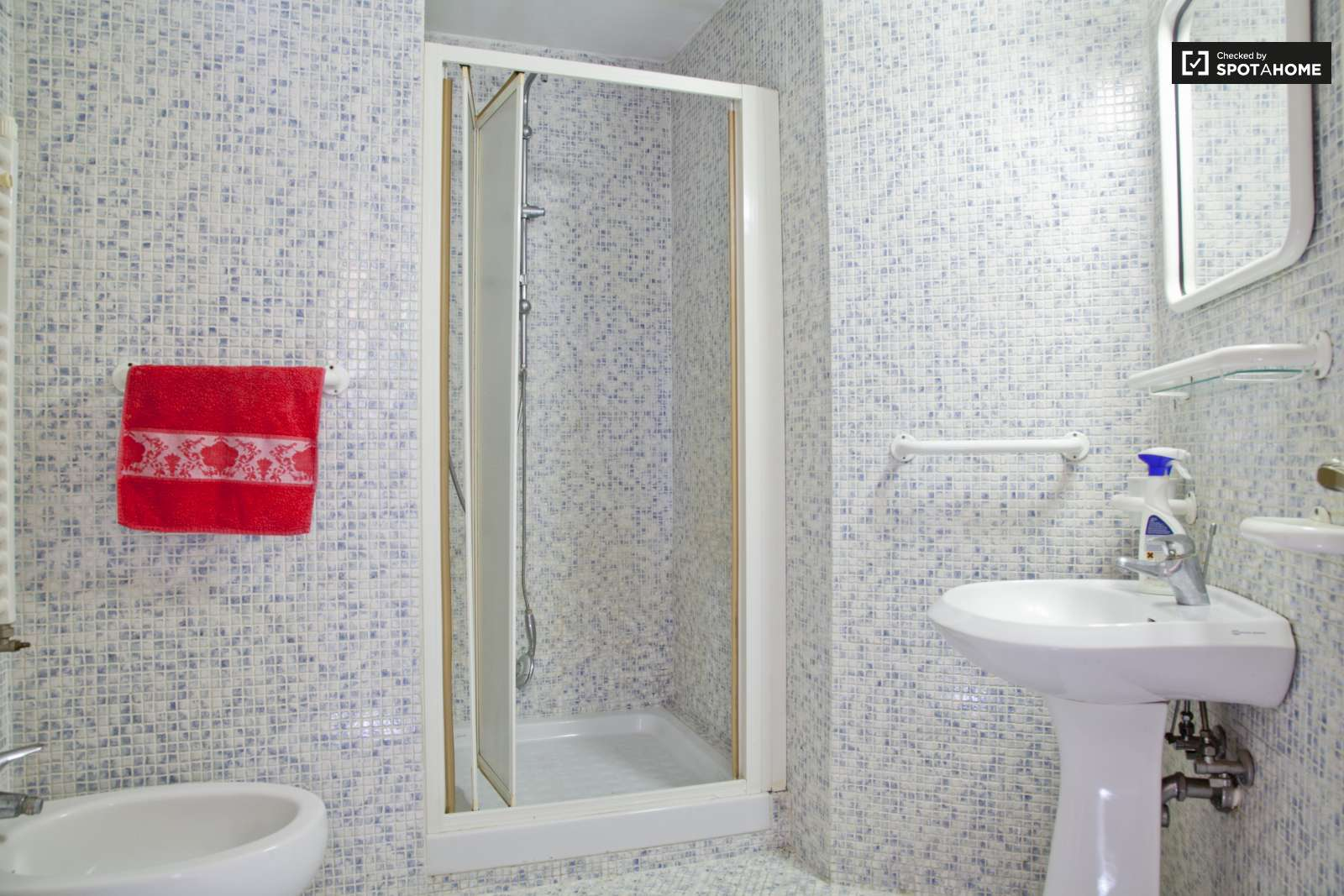 Stanza in affitto in un appartamento con 2 camere da letto for 3 camere da letto 3 piani del bagno