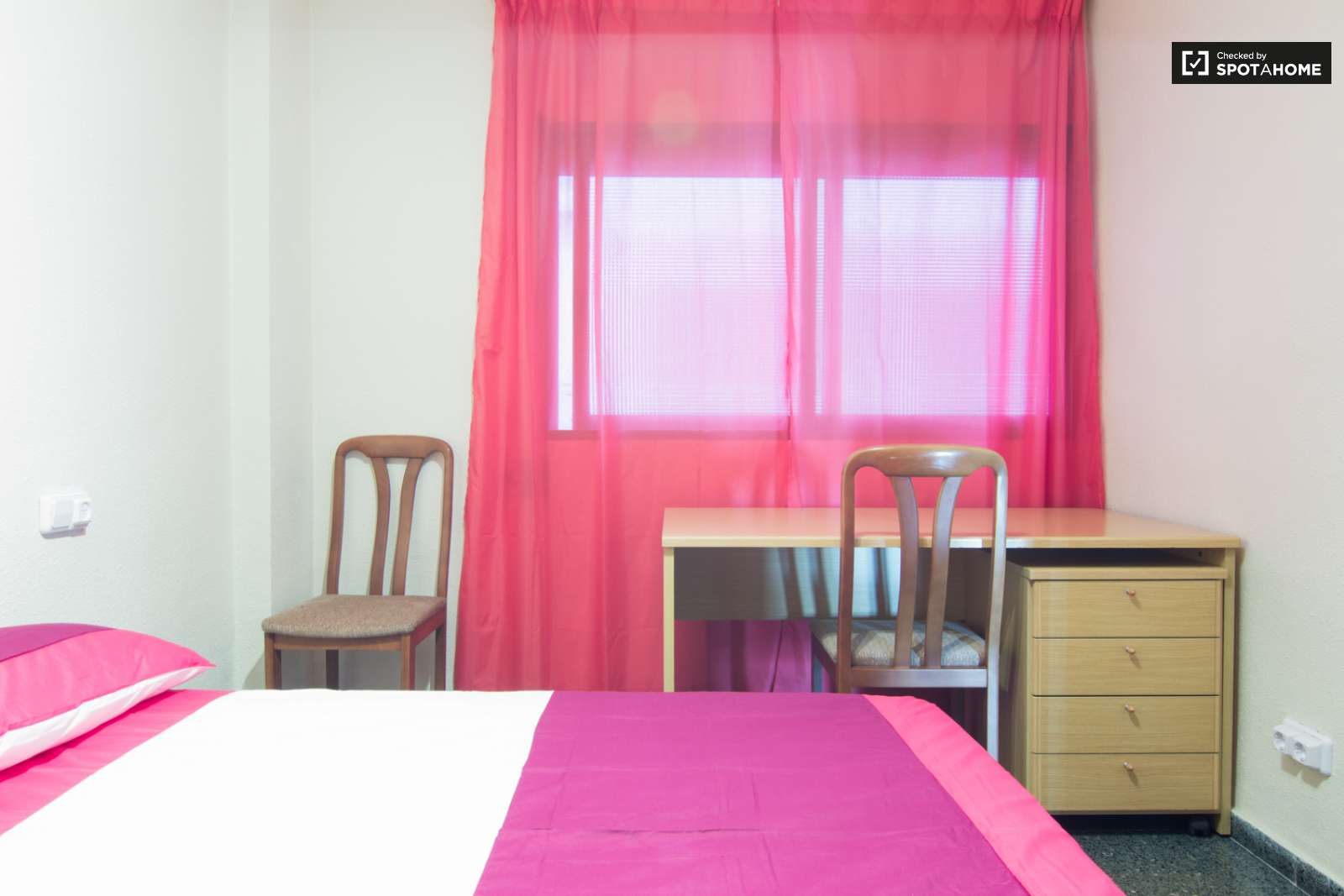 double bed in big rooms available in a bright 4 bedroom student bedroom 3