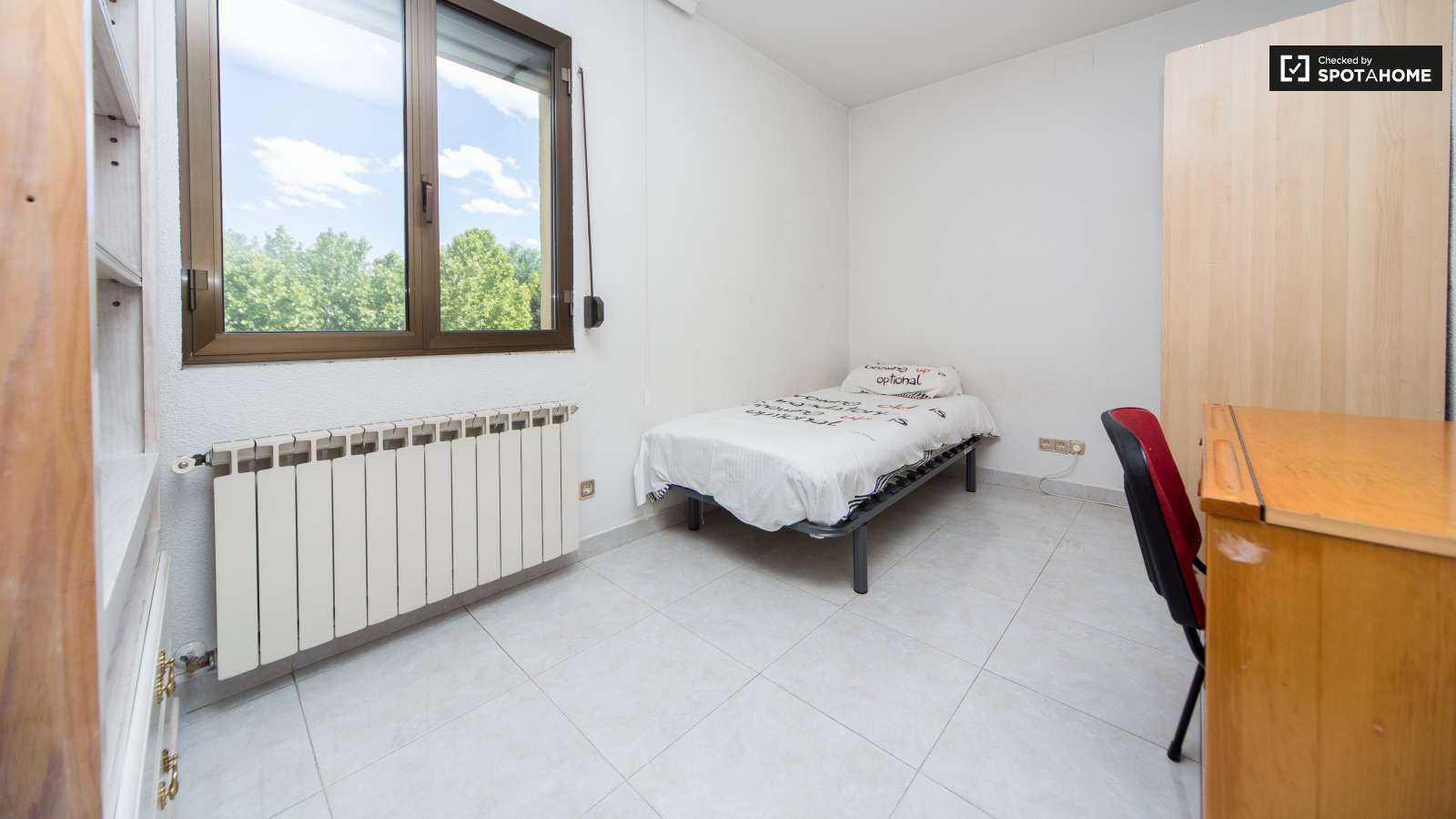 Single Bed Bedroom Double Bed In Rooms In Great 5 Bedroom Apartment Near Metro Oporto