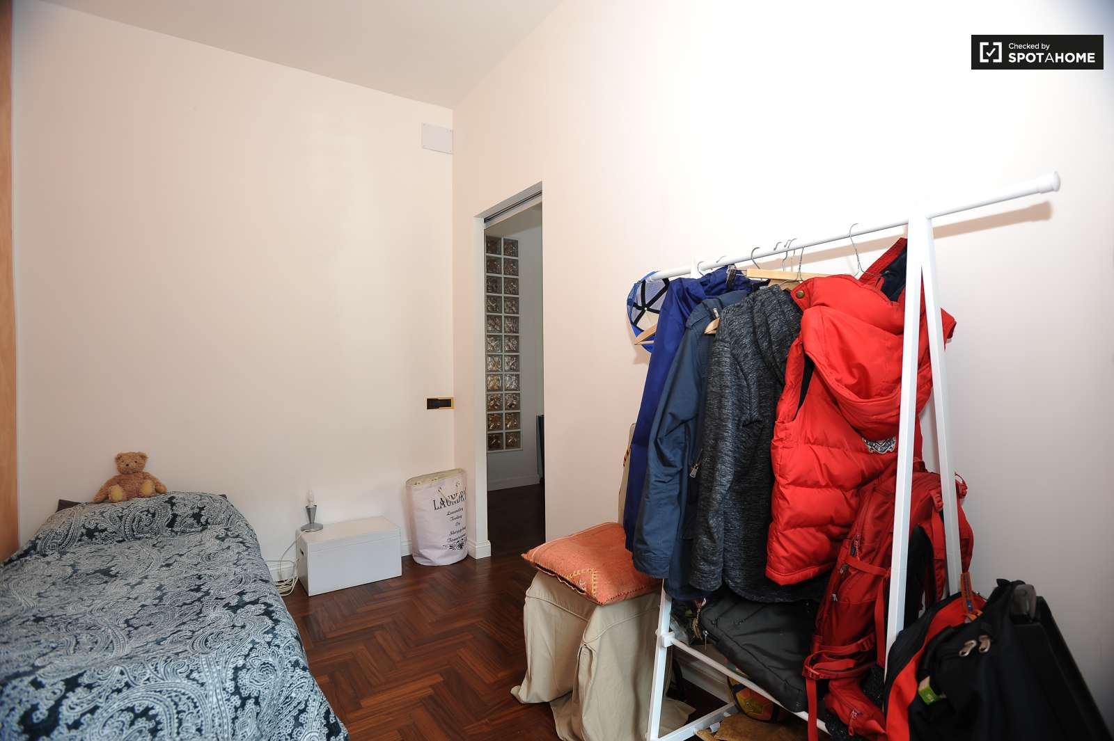 Single Bed In Rooms For Rent In Modern 3 Bedroom Apartment In Portuense Room For Rent Rome