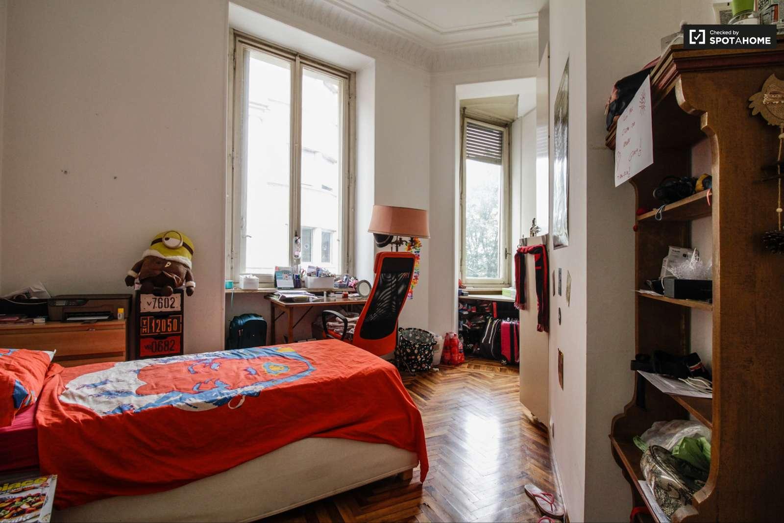 Camera arredata in appartamento con 6 camere da letto a Vanchiglia ...