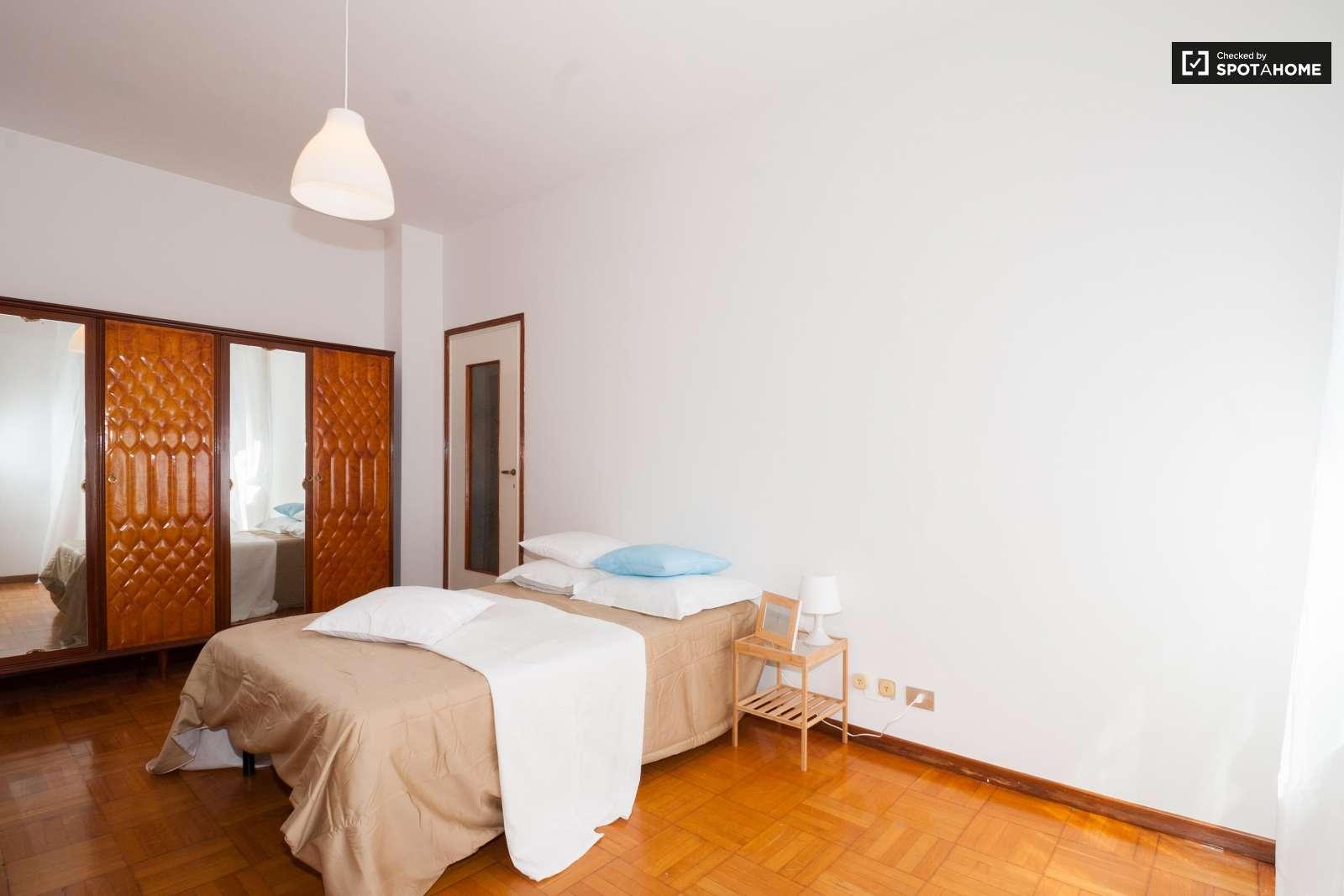 Camere in affitto in appartamento di 4 letti a porta - Camere da letto usate milano ...
