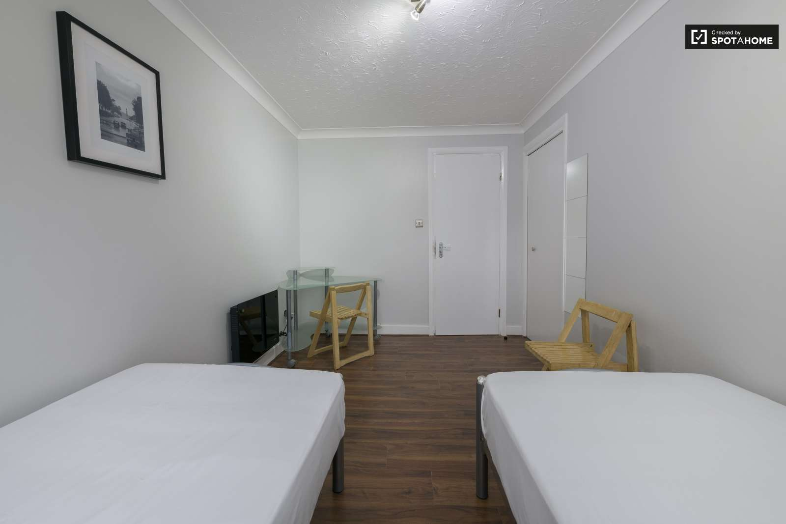 Double Bed In Rooms To Rent In Modern 4 Bedroom Apartment In