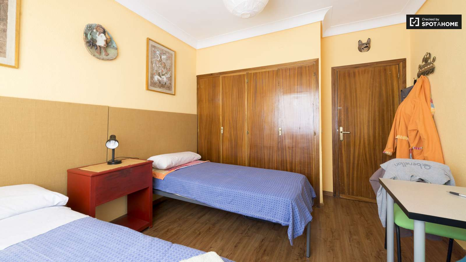 Single Bedrooms Twin Beds In 3 Single Bedrooms Available In A Residential