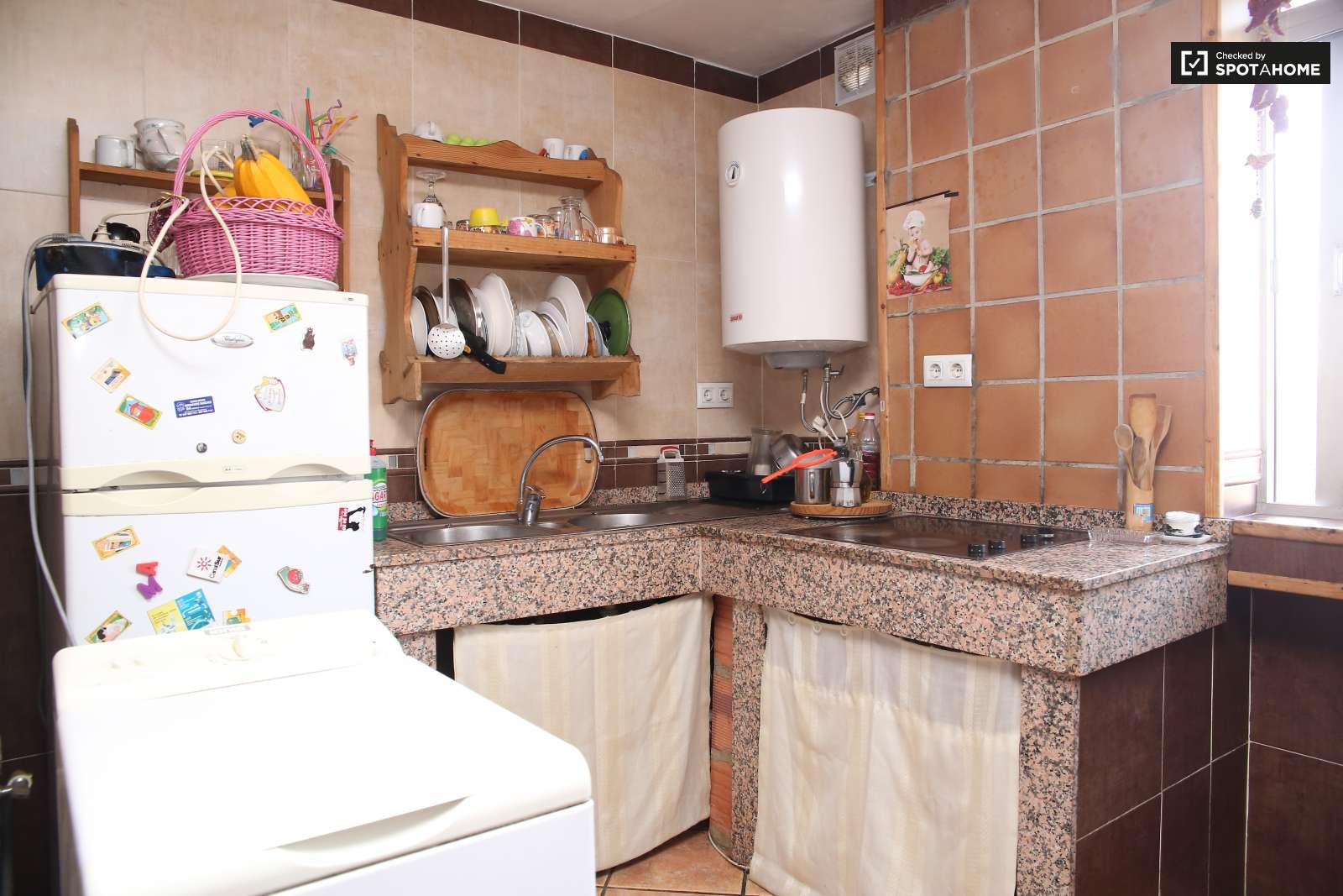 Habitaci n en original piso con aire acondicionado en el for Piso 1 habitacion sevilla