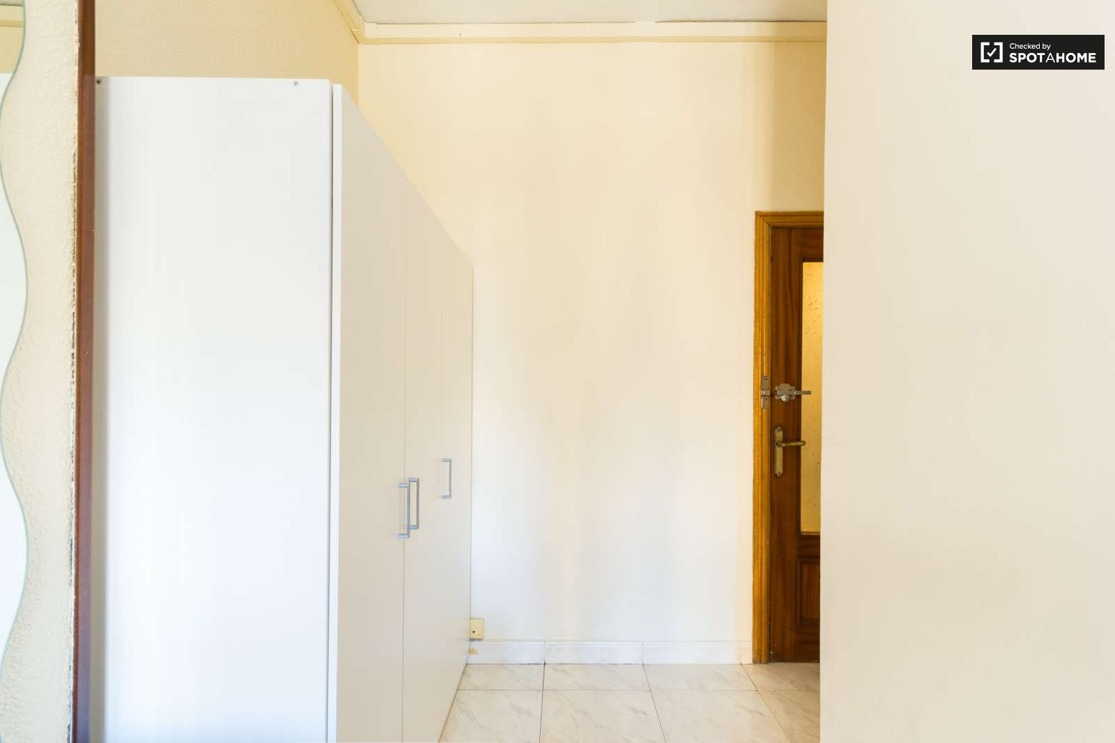 Habitaci n amueblada en piso de 5 habitaciones en retiro for Piso 5 habitaciones