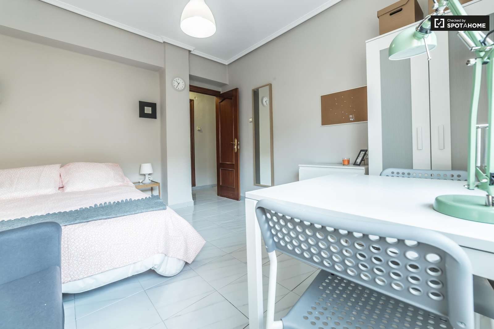 Habitaciones en piso de 5 habitaciones camins al grau for Piso 4 habitaciones valencia