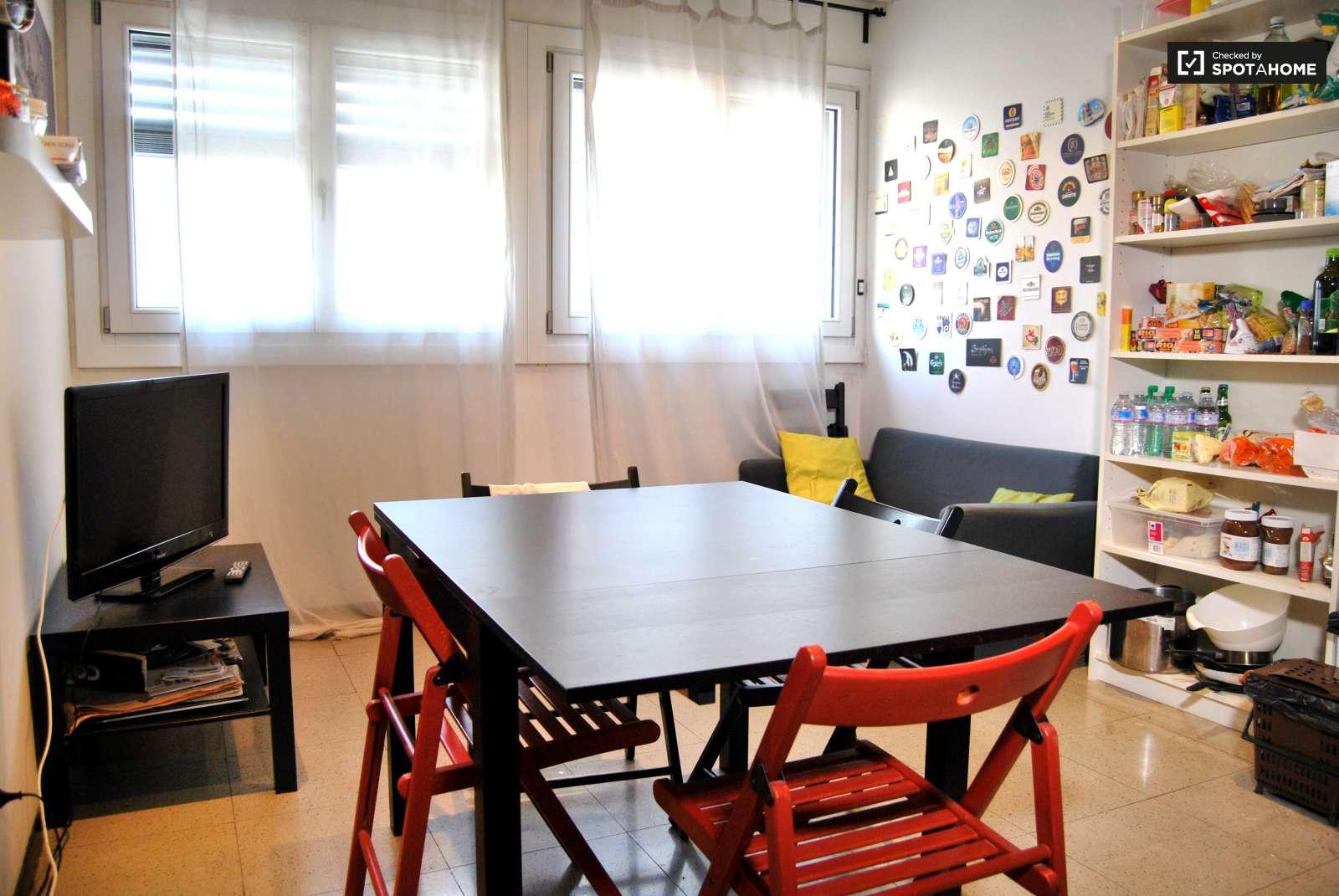 Stanza doppia in un Appartamento di 5 locali a Fiera, Milano (ref ...