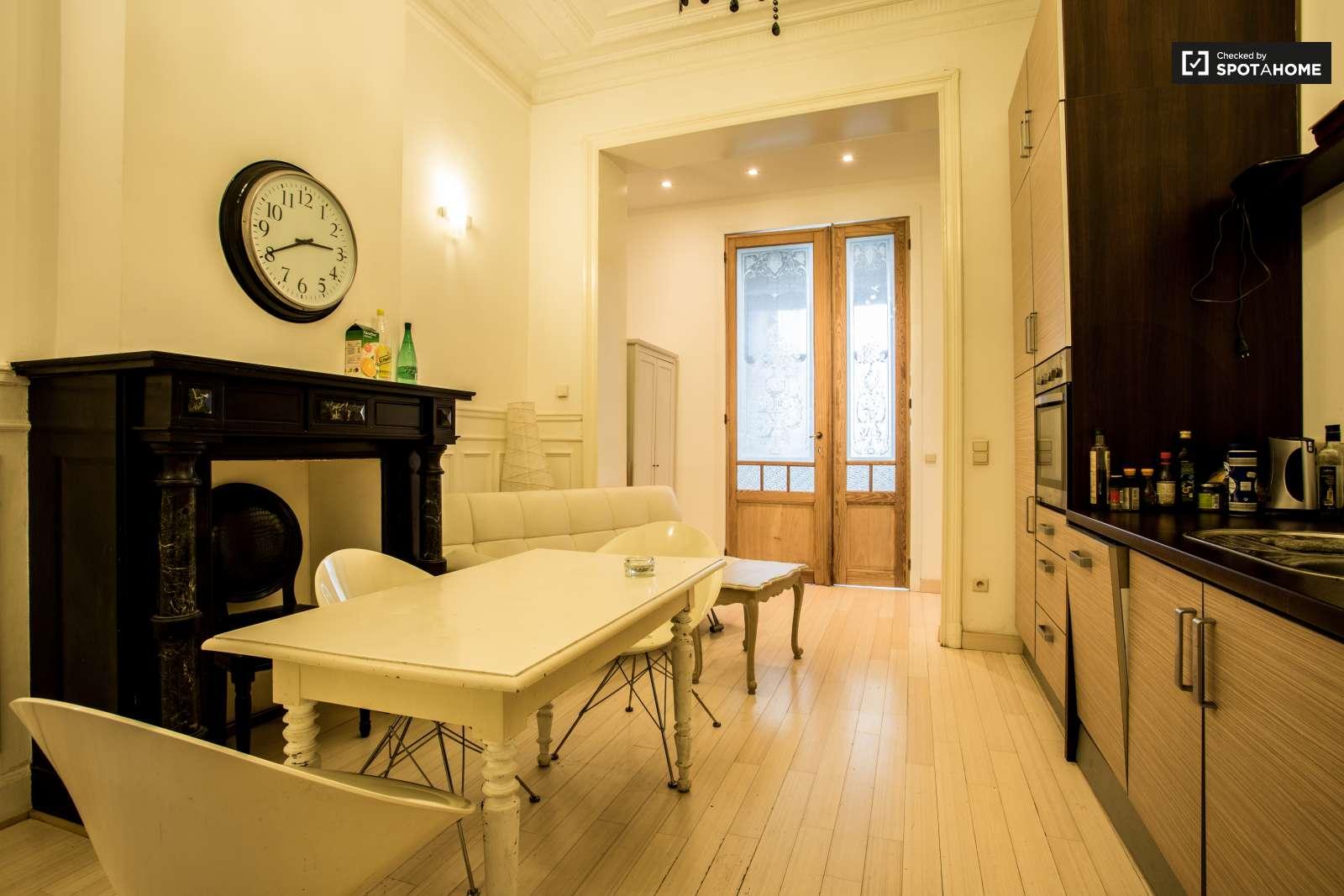 chambre lumineuse dans un appartement de 2 chambres forest bruxelles ref 103782 spotahome. Black Bedroom Furniture Sets. Home Design Ideas