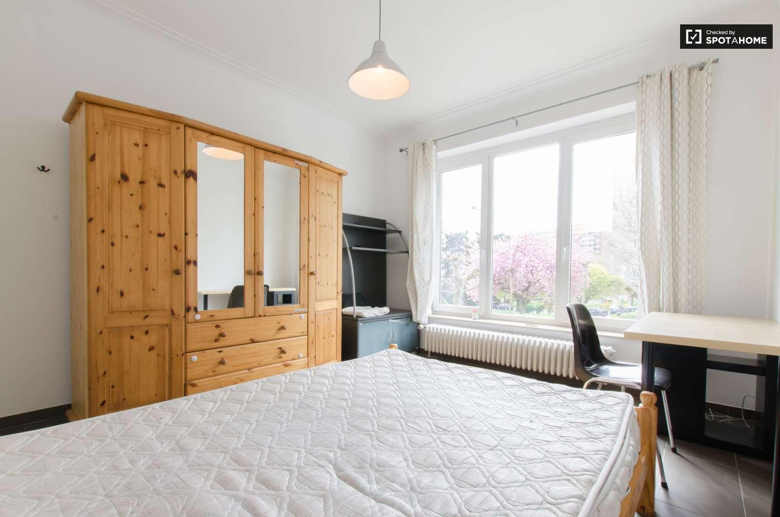 Chambre intimiste dans un appartement de 7 chambres for Appartement a louer a jette 3 chambre