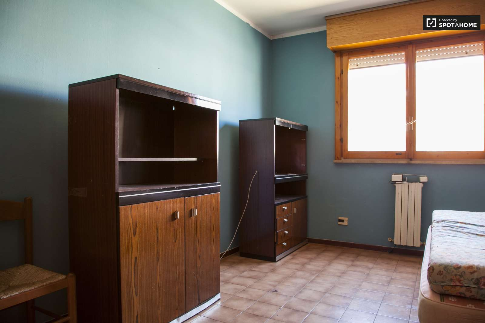 Equipped shared room with storage in 4-bedroom apartment in Magliana, Rome