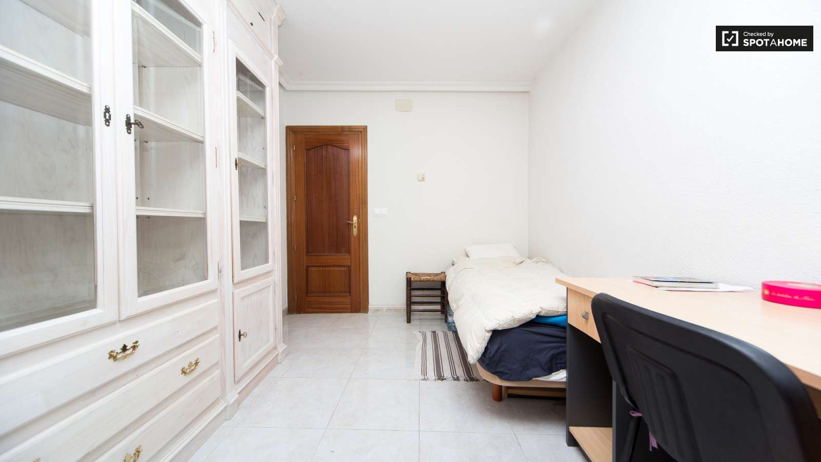 Single Bed Bedroom Single Bed In Rooms In Great 5 Bedroom Apartment Near Metro Oporto