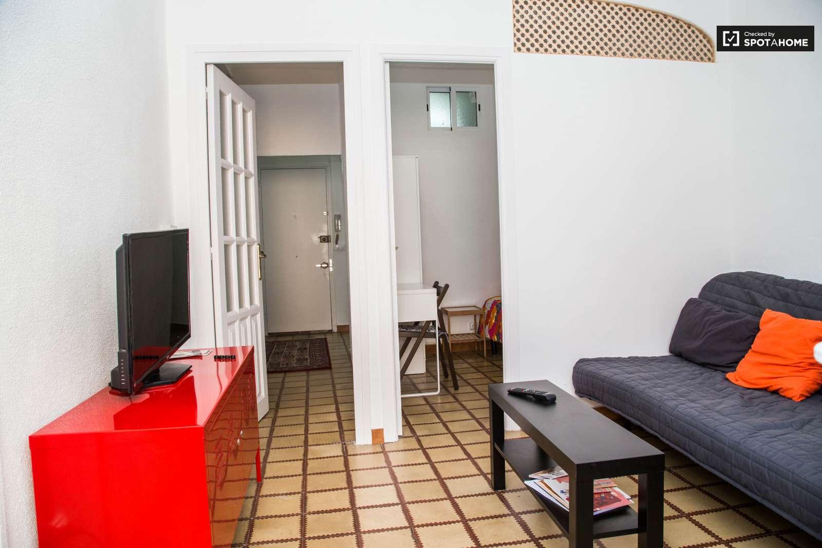 rooms for rent in 4 bedroom apartment in el raval barcelona