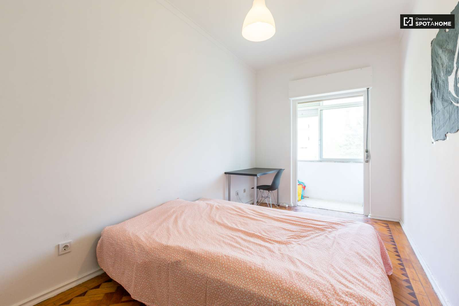 Large and Confortable Room for Rent in Cacém near Lisbon