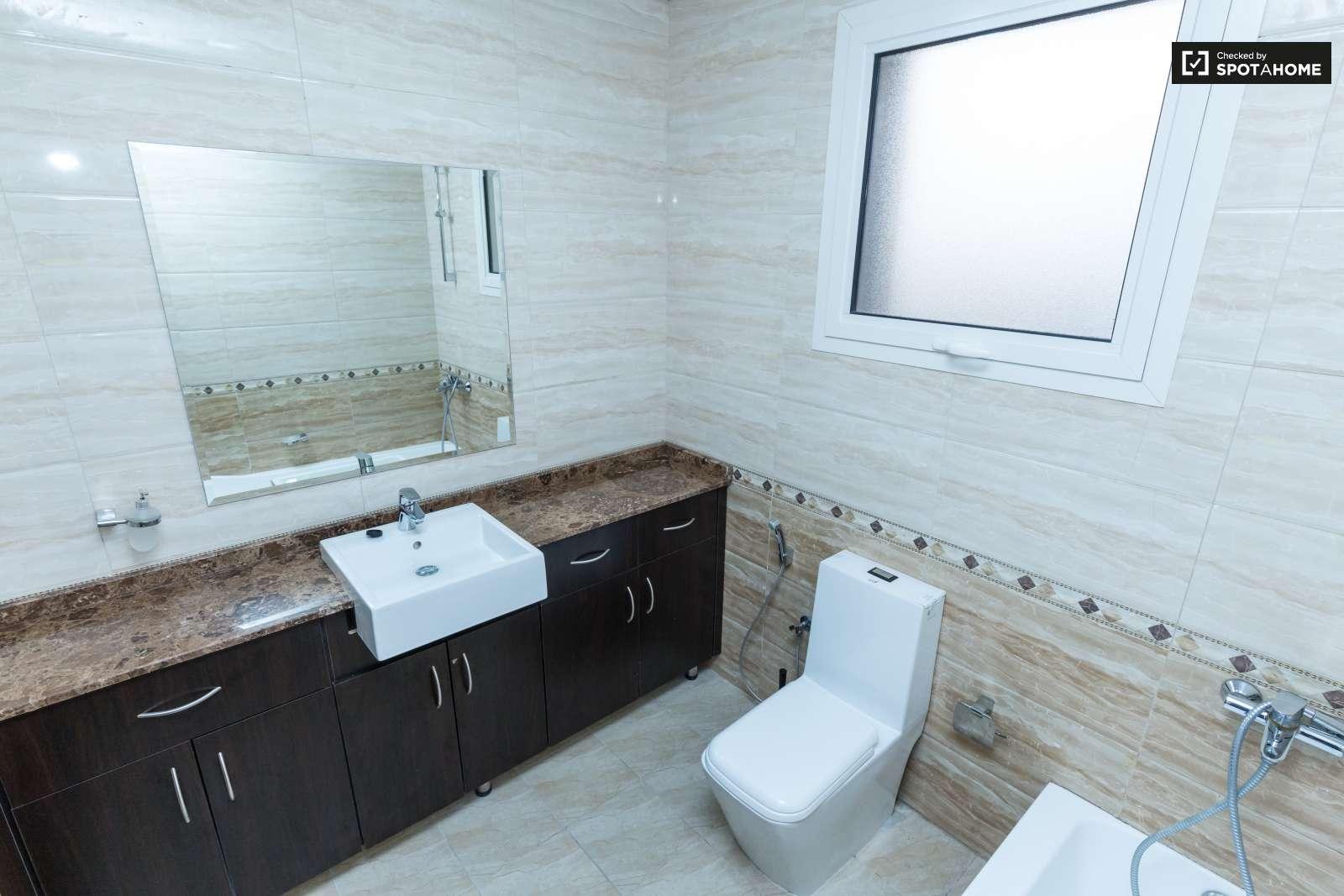 Intimate room in apartment in Jumeirah Village, Dubai (ref: 110688 ...