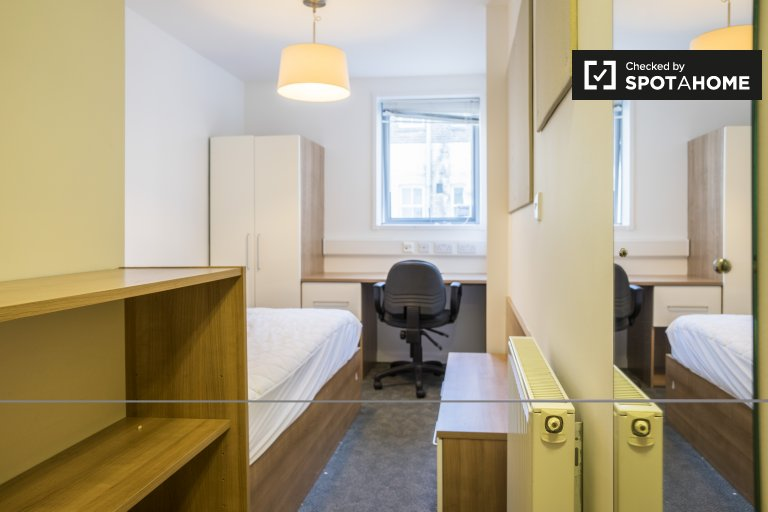 Habitación ordenada en residencia en Islington, Londres