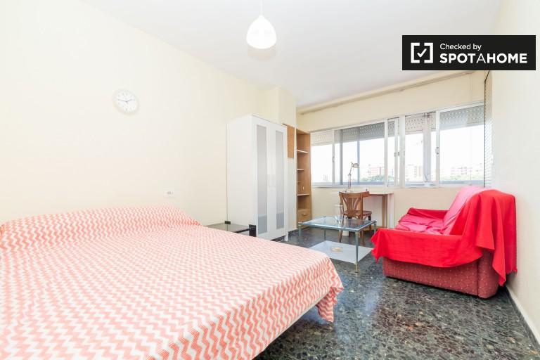 Ampia camera in appartamento con 5 camere da letto a La Saïdia, Valencia