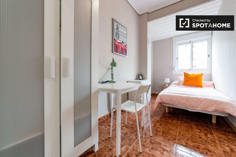 Schönes Zimmer in einer 6-Zimmer-Wohnung in Extramurs, Valencia