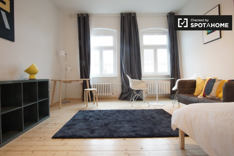 Quarto bem iluminado em apartamento de 4 quartos, Mitte, Berlim