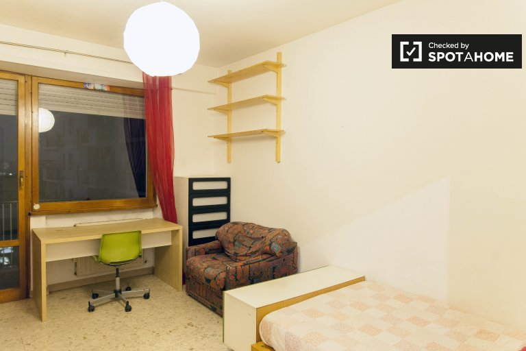 Double Bed in Rooms for rent in 3-bedroom apartment with balcony in Portuense