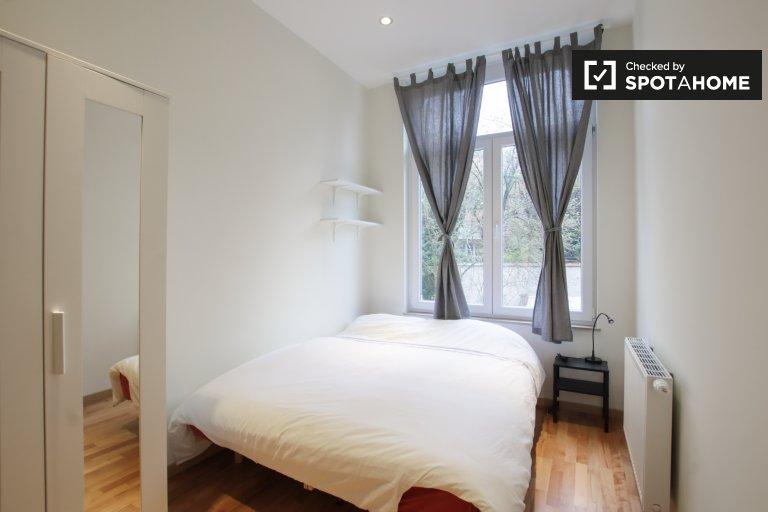 Pokój do wynajęcia w apartamencie z 6 sypialniami w Saint Josse