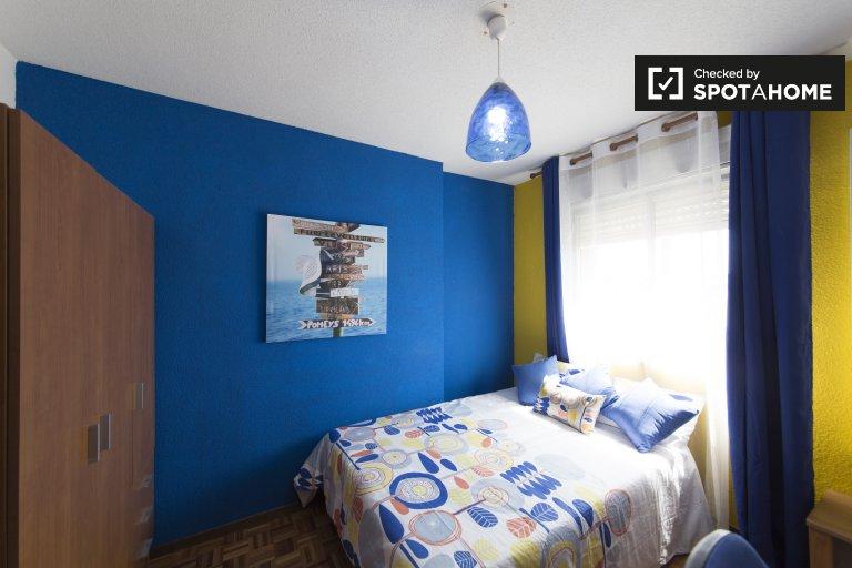 Acogedora habitación en alquiler, apartamento de 5 dormitorios, Alcalá de Henares.