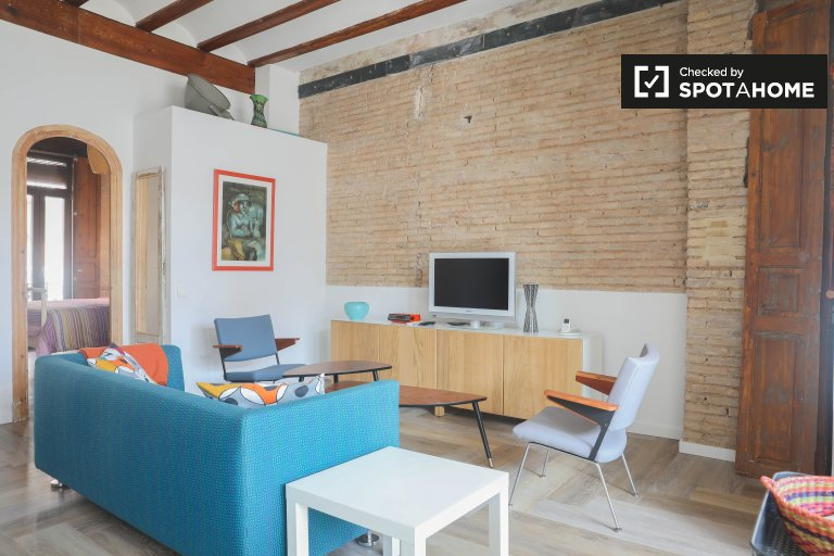 Charming 2-bedroom apartment with balconies for rent in Ciutat Vella