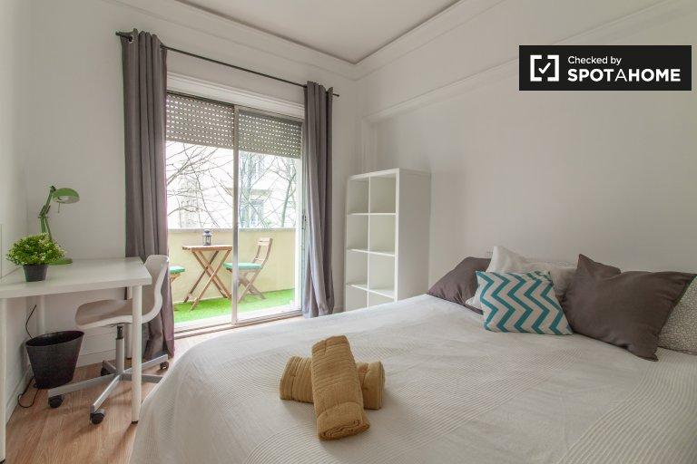 Amplo quarto em apartamento com 9 quartos nas Avenidas Novas, Lisboa