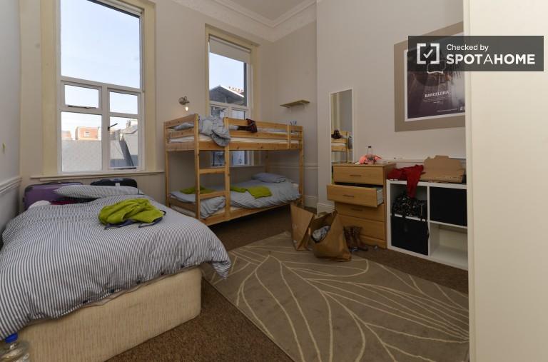 Bedroom 2 - 3 single beds
