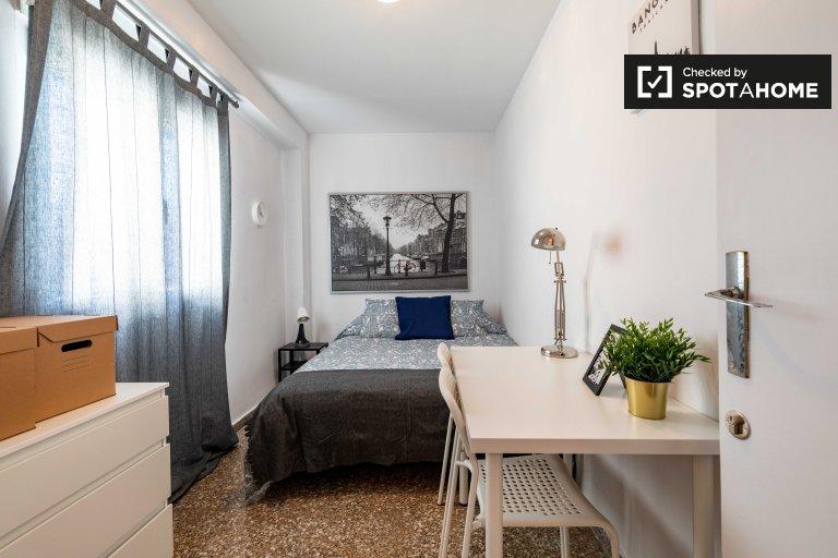 Elegante habitación en alquiler en apartamento de 5 dormitorios, Camins al Grau