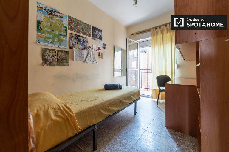 Stanza in affitto in appartamento con 3 camere da letto a La Saïdia, Valencia