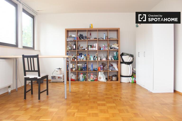 Single Bed in Rooms for rent in elegant 3-bedroom house in Grunewald