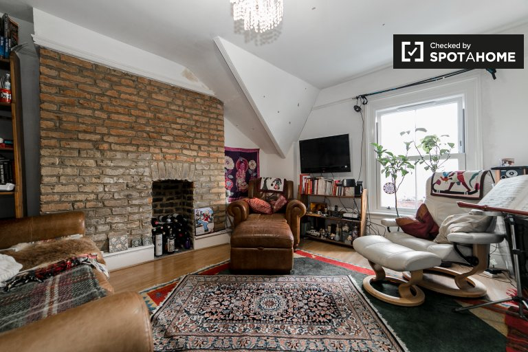 Charming 2-bedroom flat to rent in Gipsy Hill