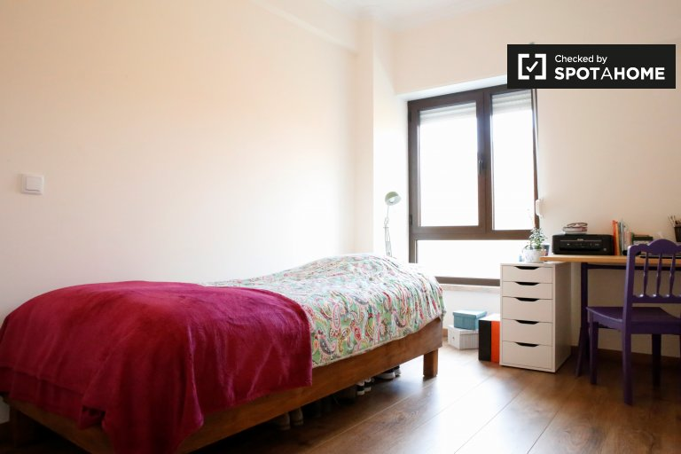 Spacious room for rent in Arroios, Lisbon