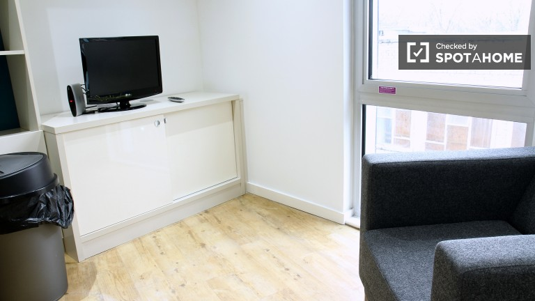 Single Bed in Independent Studios for Students in Residence Hall in Bethnal Green