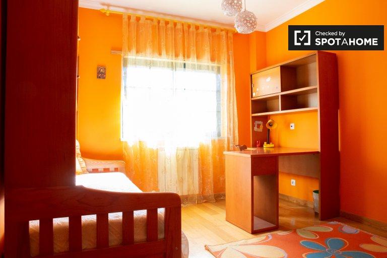 Carcavelos, Portekiz'de 3 yatak odalı dairede kiralık oda