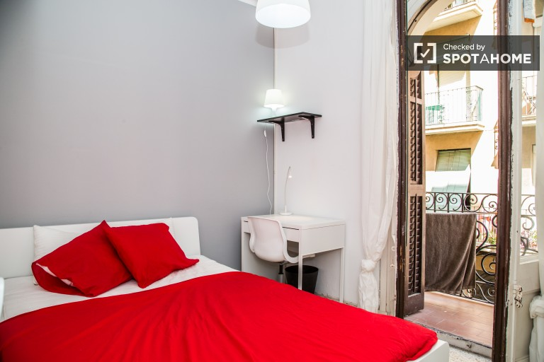 Double Bed in Rooms for rent in 5-bedroom apartment in Sants