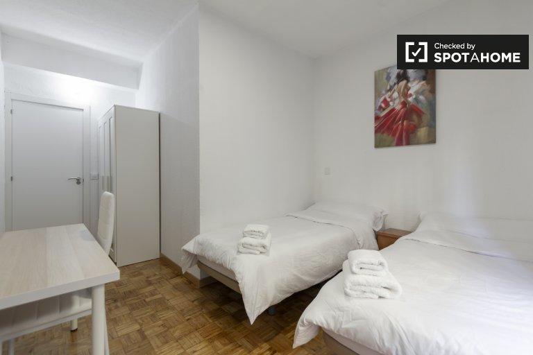 Chambre lumineuse à louer dans un appartement de 4 chambres à Lavapiés