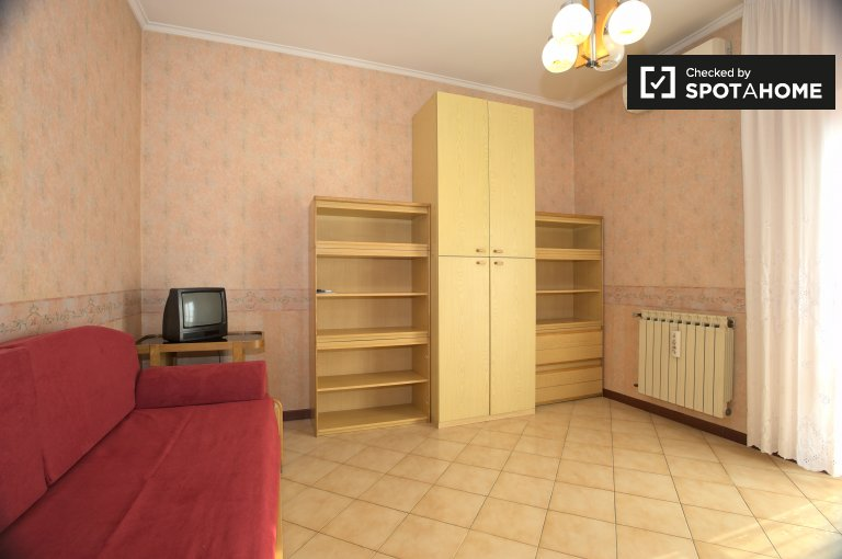 Single Bed in Rooms for rent in cosy 4-bedroom apartment in Romanina