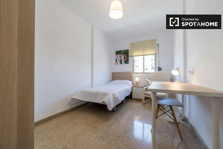 Habitación en apartamento de 6 dormitorios en Quatre Carreres, Valencia