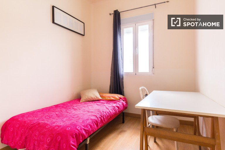 Single Bed in Sunny rooms in a friendly exterior apartment in a relaxing area in Acaias