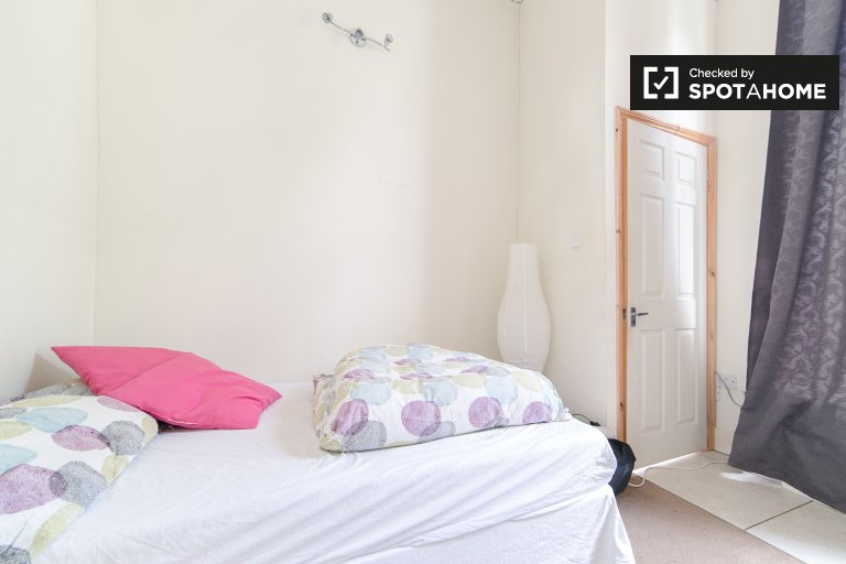 Bedroom D - double bed