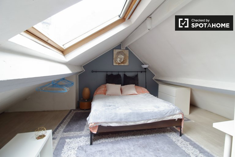 Se alquila habitación en un espacioso apartamento de 6 dormitorios en Bruselas