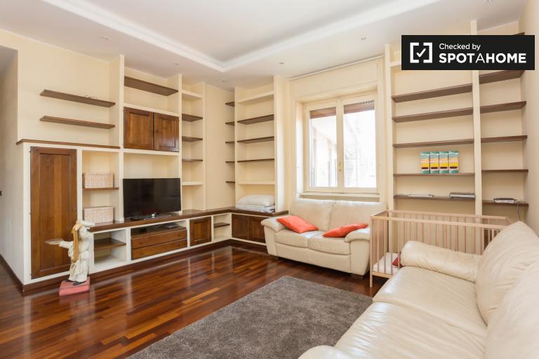 Appartamento con 2 camere da letto e balcone in affitto - Vigentina, Milano